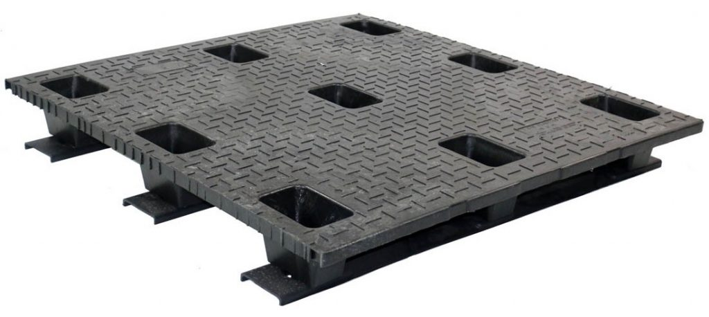 48 x 48 Stackable Solid Deck Plastic Pallet w/ 3 Runners